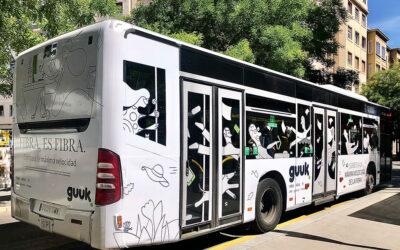 Guuk. en los autobuses de Vitoria en el formato integral de Grupo Promedios