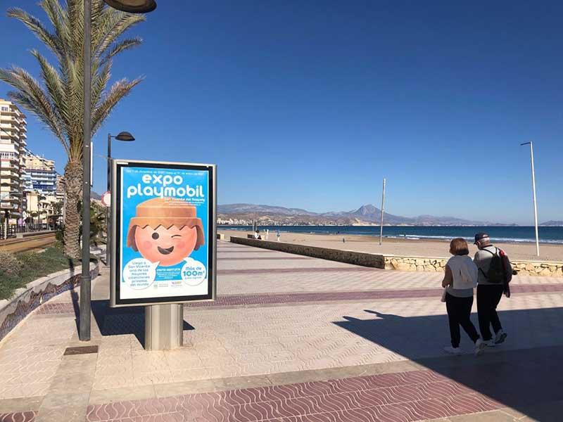 Mupi Tematizado para anunciar la Expo Playmobil en San Vicente del Raspeig
