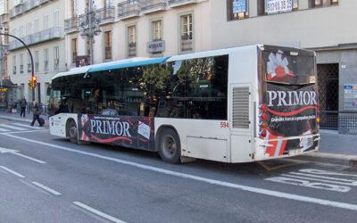 Bienvenida Málaga, ¡pasión por la publicidad en autobuses y el sol!